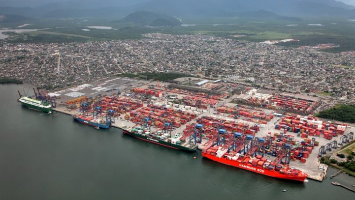 Porto de Santos supera marca mensal de 12 milhões toneladas pela terceira vez em 2017